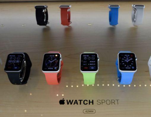 El nuevo reloj inteligente tiene tres versiones: deportivo (Apple Watch Sport), clásico (Apple Watch) y de lujo (Apple Watch Edition). Foto: AFP