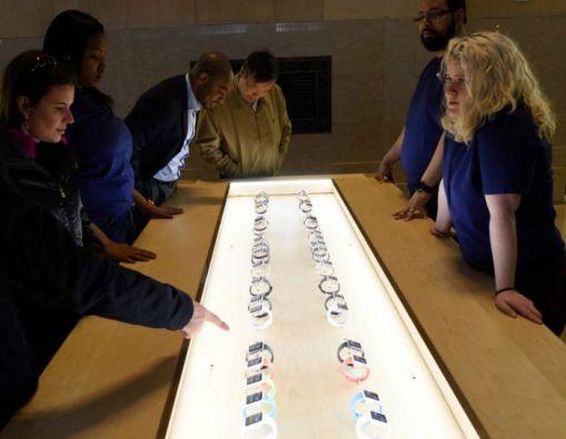 El Apple Watch llegó este viernes a las tiendas de nueve países. Foto: AFP