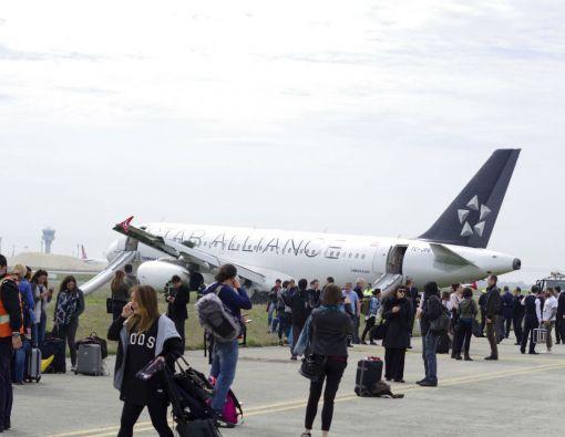 El avión, procedente de Milán, empezó a arder al llegar al espacio aéreo de Estambul y consiguió aterrizar en el aeropuerto de Atatürk en su segundo intento. Foto: REUTERS