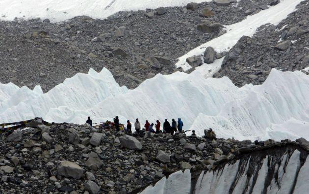 Según la información oficial, una avalancha arrasó un punto de descanso de montañistas y guías. Foto: REUTERS