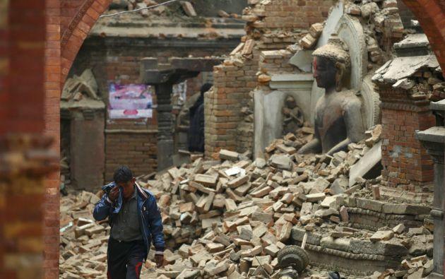 El sismo del sábado causó significativos daños a casas, edificios, autopistas y aeropuertos en Nepal. Foto: REUTERS