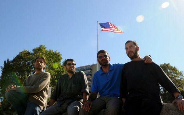 Expresos de Guantánamo (izq. a der.): Ahmed Adnan Ahjam, Abd al Hadi Omar Mahmoud Faraj, Ali Husein Shaaban y Abdul Bin Muhammad Abbas Ouerghi. Foto: AFP