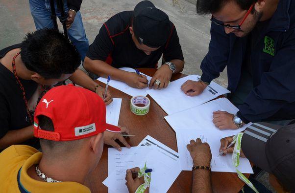 Los acuerdos son principalmente de paz, pero también incluyen proyectos culturales y reinserción social. Fotos: Flickr / Ministerio del Interior.