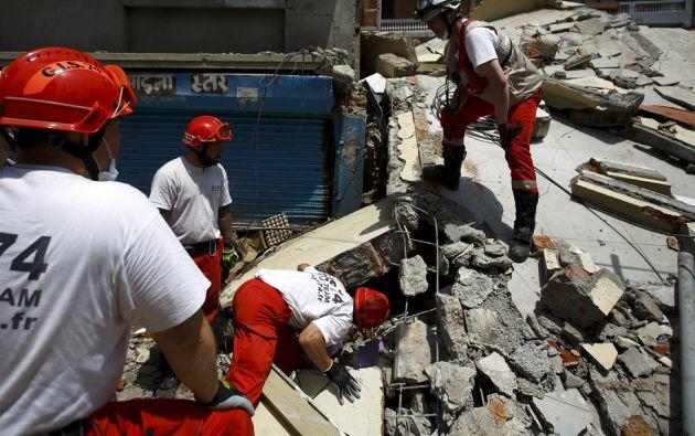 Los socorristas siguen buscando a sobrevivientes bajo los escombros. Foto: REUTERS