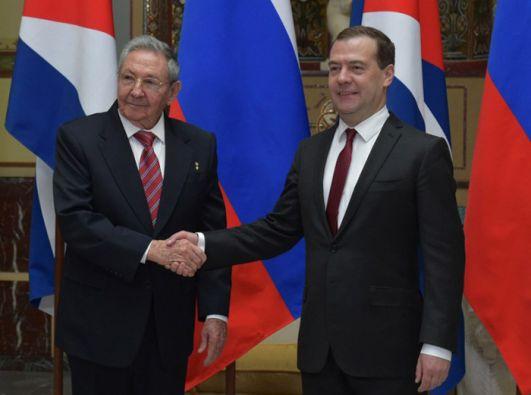 Raúl Castro y Dimitri Medvedev. Foto: AFP