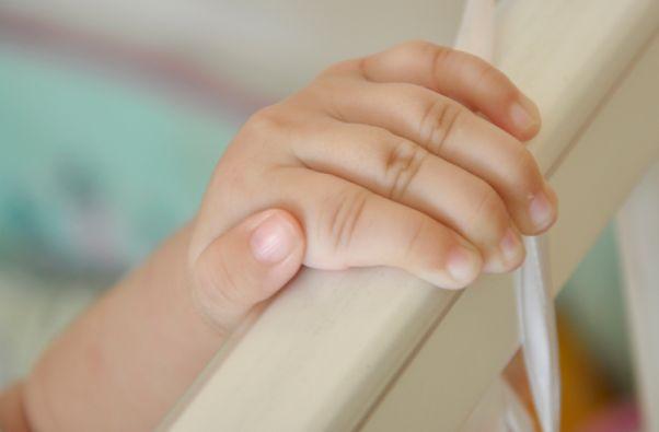 Se espera que en unos seis meses la menor recupere la funcionalidad y sensibilidad en la mano.