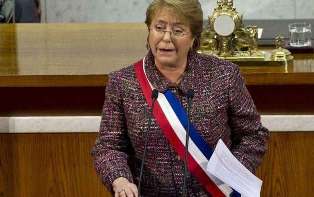 El apoyo a Bachelet y a su Gobierno se ha visto fuertemente golpeado desde comienzos de año a raíz de algunos casos de corrupción político-empresarial que se han destapado. Foto: Archivo / AFP.