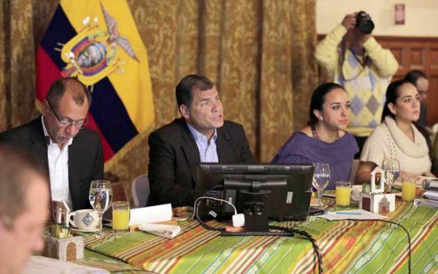 Los legisladores de Alianza País y varios ministros de Estado, se reunieron desde antes de las 06:00 de hoy en el Palacio de Carondelet.