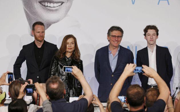 El director de la película posa junto a miembros del elenco. Foto: REUTERS.