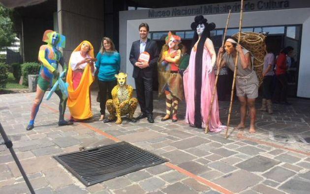 Guillaume Long, ministro de cultura, en una de las actividades de la campaña. Foto: Twitter / Ministerio de Cultura.