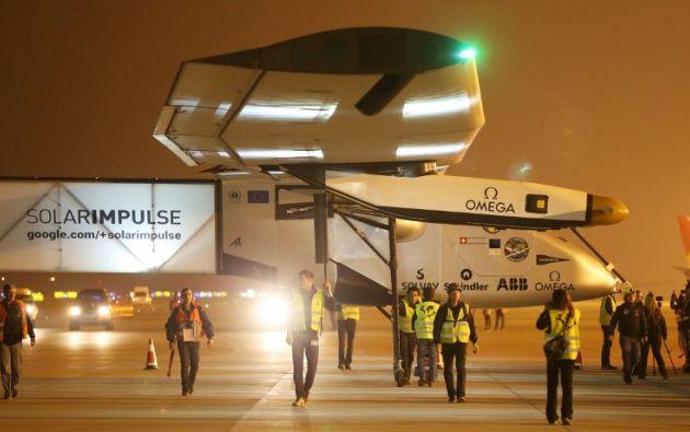 La aeronave se alimenta con más de 17.000 placas solares. Foto: AFP.