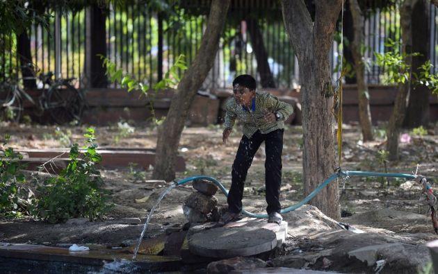 Población afectada por las condiciones extremas del clima en India. Foto: AFP