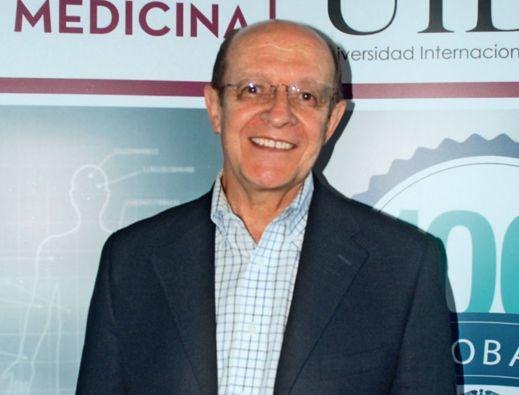 """Salvador Álvarez, médico infectólogo de la Clínica Mayo de Jacksonville, expositor en el seminario """"Trascendiendo Fronteras en Medicina Interna"""", realizado en Quito."""