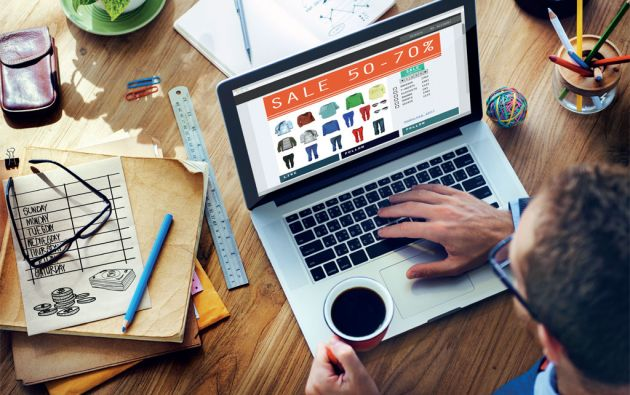 Un estudio de Nielsen afirma que los consumidores latinoamericanos revisan muchos productos que quieren comprar en Internet, pero generalmente miran más de lo que realmente compran.
