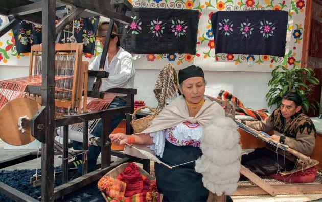 Matilde Lema es la fundadora de la organización Huarmi-maqui. En su casa de Peguche funciona el taller y el almacén bajo el nombre de Casa Matico.
