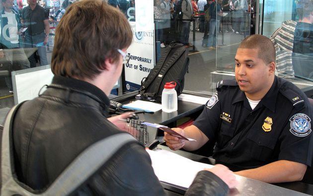 La recomendación para agilizar la entrada a ese país es responder con seguridad y tener los documentos a la mano.