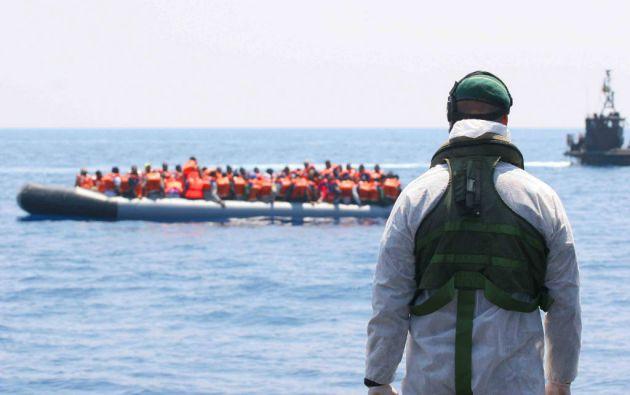 Un grupo de inmigrantes fueron rescatados este fin de semana en el Mediterráneo por una embarcación británica. Foto: REUTERS