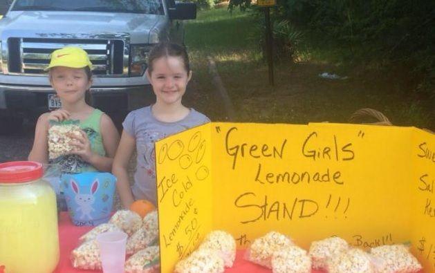Las pequeñas hermanas Adria, de 8 años, y Zoey Green, de 7