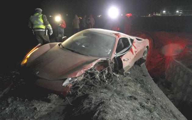 Así quedó el Ferrari de Vidal tras chocar con otro vehículo en las afueras de Santiago. Foto: REUTERS