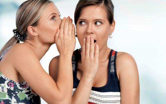 Especialistas en Psicología han encontrado que la actividad de escuchar chismes puede ayudar a un individuo a desenvolverse mejor en el contexto social en el que vive.