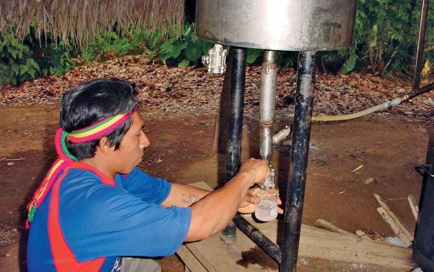 En la comunidad de Juyukamentsa se instaló un destilador para extraer los aceites esenciales del ishpink y jengibre. Foto: cortesía Fundación Chankuap