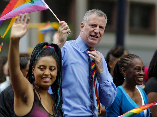 El alcalde Bill de Blasio llegó acompañado por su esposa e hija. Foto: REUTERS