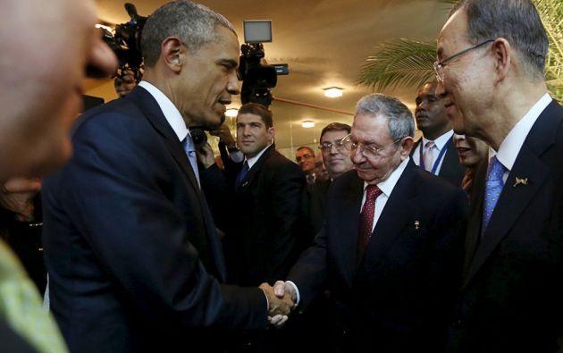 Obama y Castro en la Cumbre de las Américas Panamá 2015. Foto: REUTERS