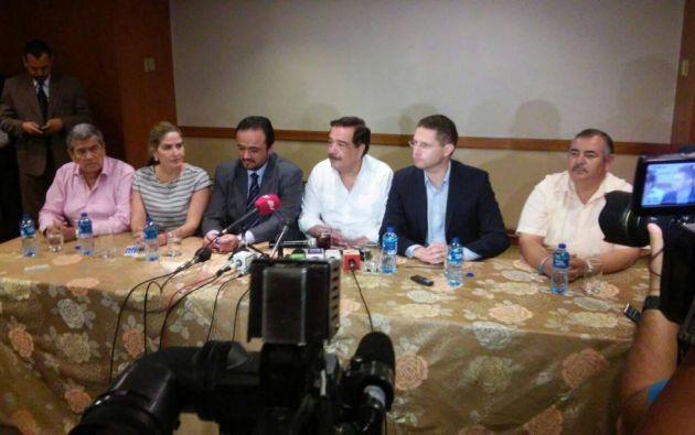 Paúl Carrasco, Jaime Nebot y Mauricio Rodas durante la rueda de prensa que ofrecieron en Guayaquil.
