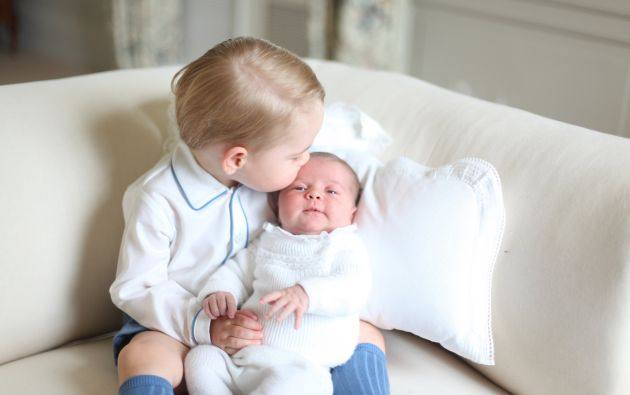 El príncipe Jorge con su hermana Carlota. Foto: Archivo / REUTERS.