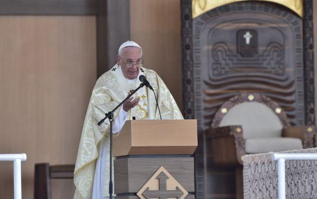 El papa Francisco durante su homilía en el parque Samanes. Foto: AFP.