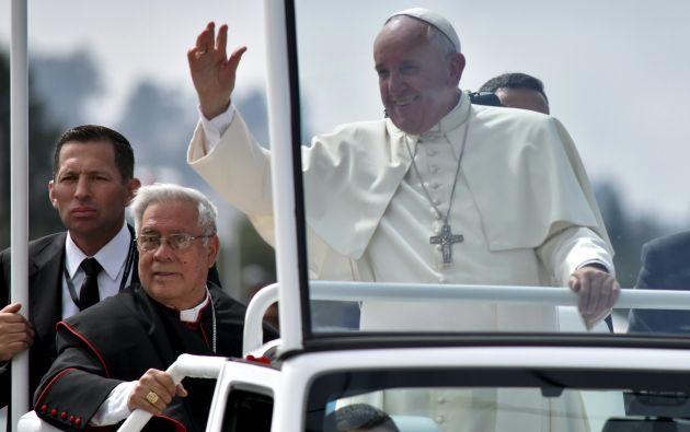 El papa durante su recorrido en el parque Bicentenario antes de la misa. Foto: REUTERS.