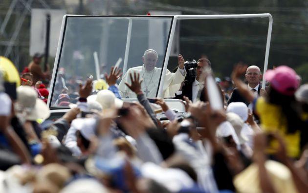 Recorrido del papa Francisco en el parque Bicentenario. Foto: Reuters