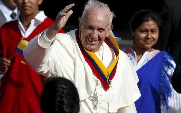 El papa Francisco en su llegada a Ecuador. Foto: REUTERS.