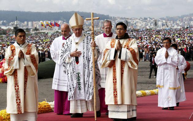 El papa Francisco listo para iniciar la misa campal en el parque Bicentenario de Quito. Foto: REUTERS.