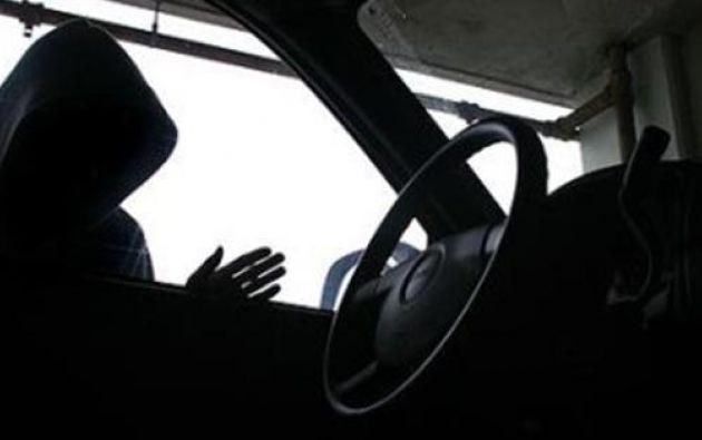 Los uniformados recibieron denuncias de que en el sector La Saiba operaba una banda de robacarros. Foto: Ecuavisa.com