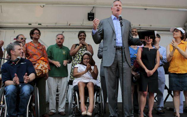 Bill de Blasio saludó a los participantes de la marcha, que se celebrará cada año. Foto: REUTERS