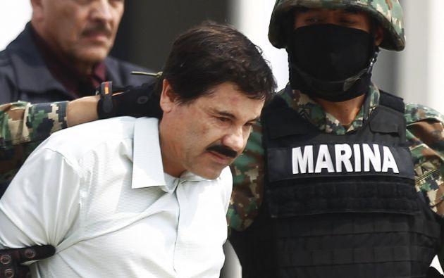 """Foto de archivo de """"El Chapo"""" Guzmán escoltado por agentes de la Marina en febrero 22 del 2014. Foto: REUTERS."""