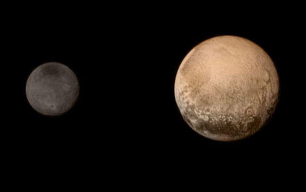 Plutón y Caronte, su luna más grande. Crédito de la imagen: NASA/JHUAPL/SWRI