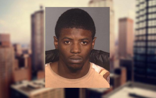 El sospechoso, según un comunicado de la Policía, la amenazó con un cuchillo y le exigió dinero a la mujer antes de la violación. Foto: NYPD.