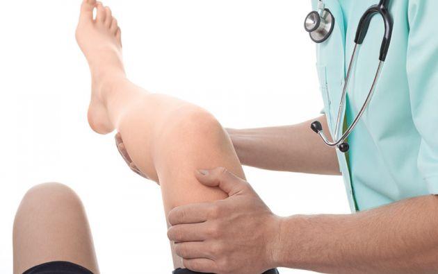 El tratamiento para reparar lesiones en el cartílago incluye varios aspectos, uno de los cuales es el consumo de suplementos de colágeno hidrolizado.