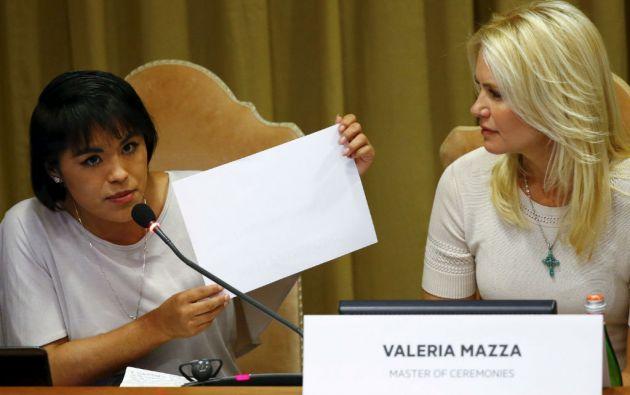 """Ana Laura Pérez, víctima del trabajo forzoso, narró su dura experiencia en la reunión de """"esclavitud moderna y Cambio Climático"""" en el Vaticano. Foto: REUTERS"""
