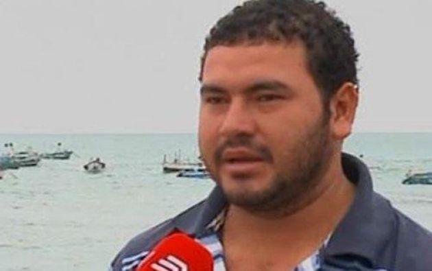El joven cuenta que pasó 30 horas a la deriva en altamar y una de sus redes de pesca lo ayudó a flotar. Foto: Captura de video.
