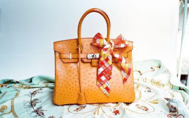 Los bolsos Birkin, fabricados a mano, son uno de los bolsos más caros del mundo. Foto: Wikipedia.