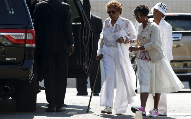 Cissy Houston cuando se dirigía al funeral de su nieta Bobbi. Foto: REUTERS.