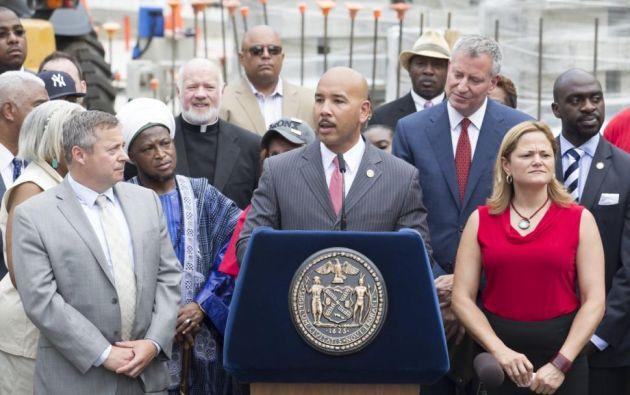 l presidente del condado, Ruben Díaz, convocó una audiencia pública para informar a la población sobre las medidas que están adoptando. Foto: New York Daily News.