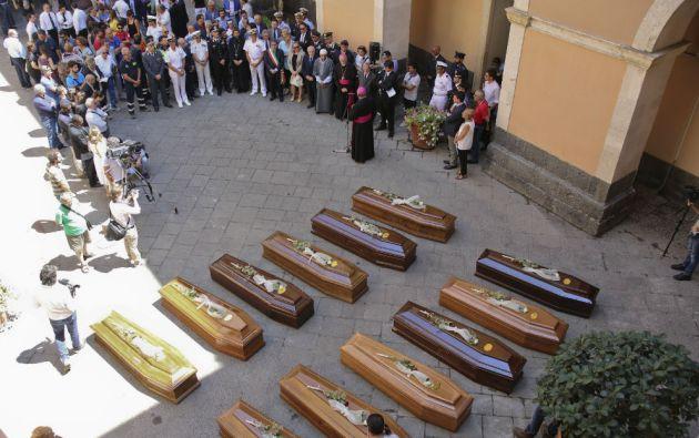En Catania se realizó el funeral de 13 migrantes no identificados fallecidos en abril al tratar de cruzar el Mediterráneo. Foto: REUTERS