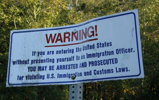 Cartle de advertencia en la frontera de Estados Unidos. Foto: Wikipedia.