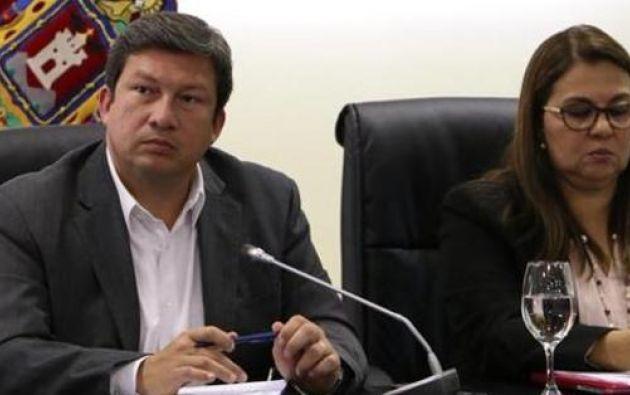 El ministro Coordinador de Seguridad, César Navas, encabezó la reunión sobre las medidas preventivas en torno al Cotopaxi. Foto: Twitter Seguridad Ec.