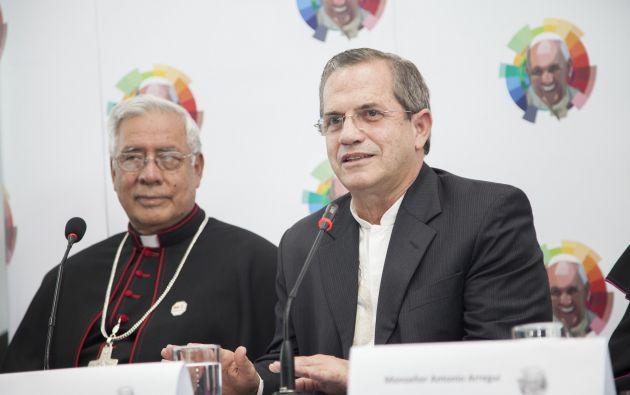 Monseñor Trávez y Patiño en una rueda de prensa ofrecida el pasado 8 de julio, luego de la visita del papa Francisco. Foto: Flickr / Cancillería.