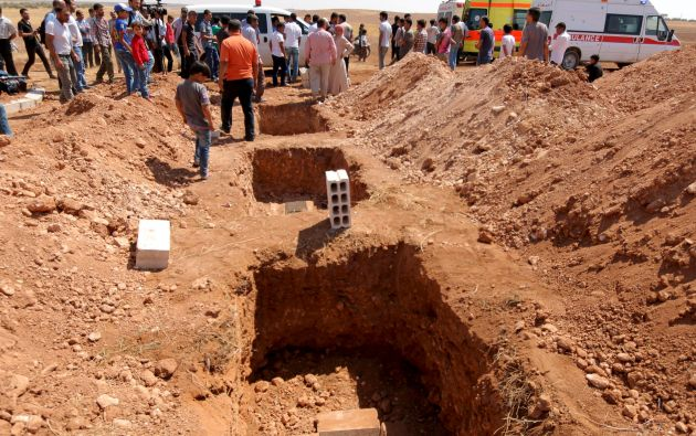 Las fosas en las que fueron enterrados los pequeños y su madre.